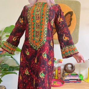 1970s embroidered bell sleeve caftan maxi dress S
